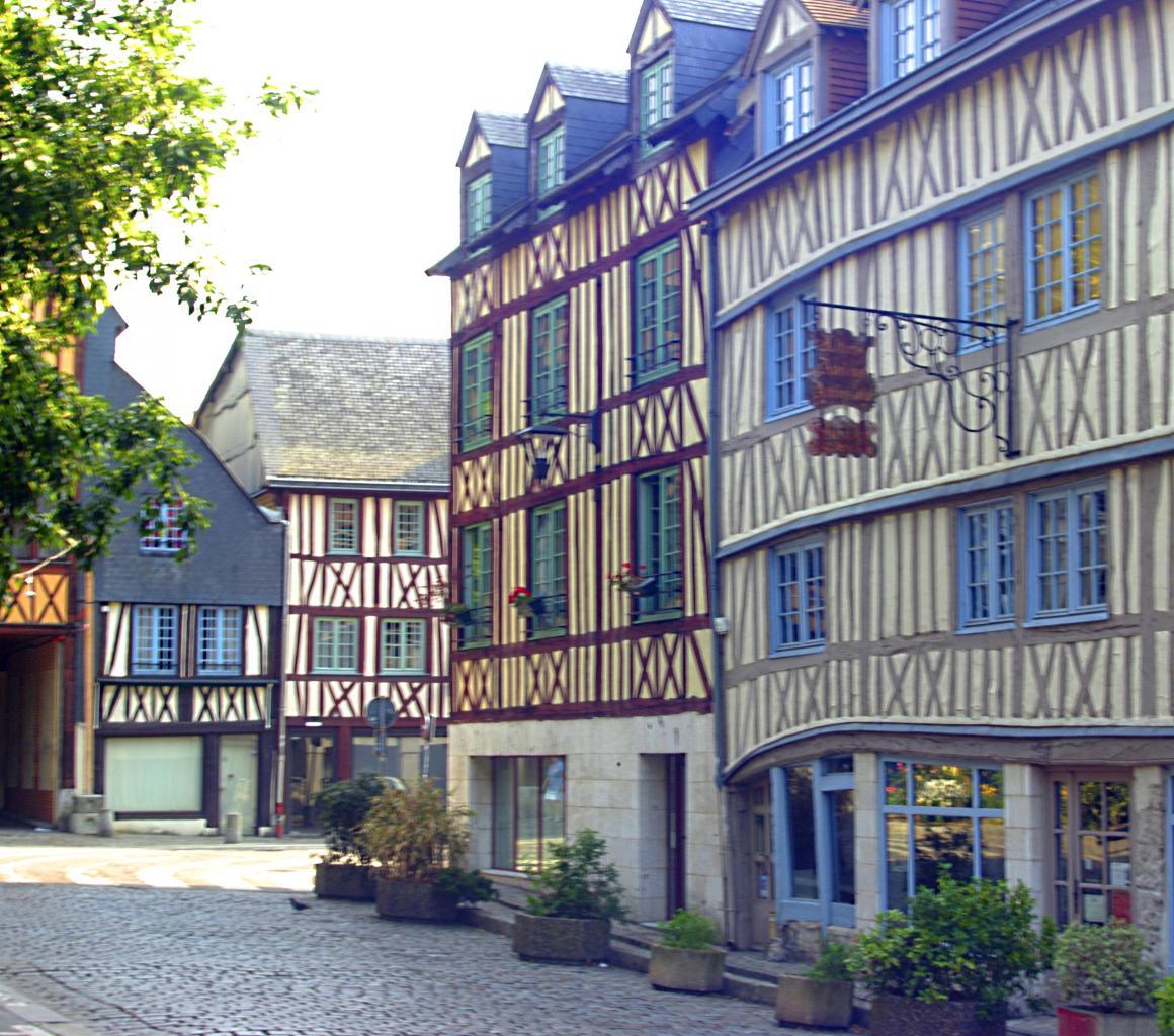 _Rue vers Saint Maclou