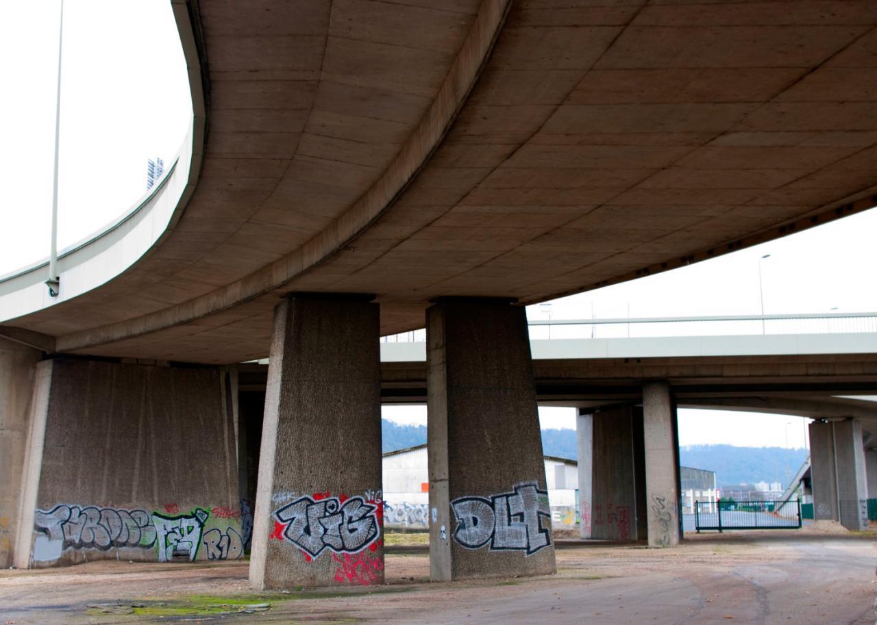 Vers le pont Mathilde