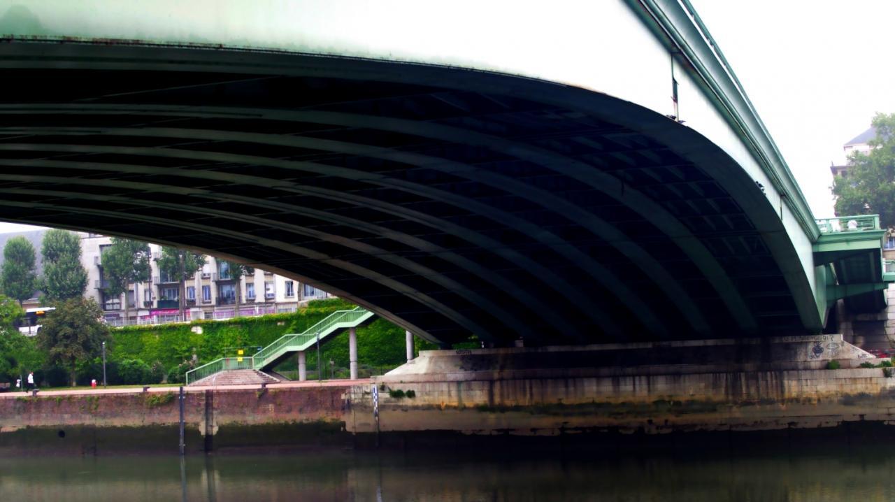 un des côtés du pont Corneille Rouen
